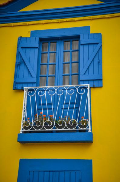 façade maison jaune