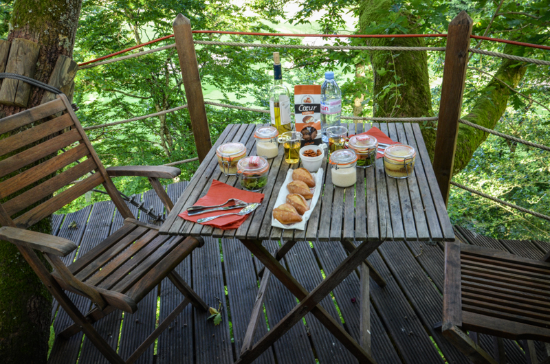 domaine-des-ormes-repas-cabane