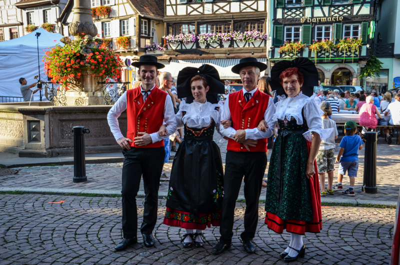 obernai-alsace-tenue-traditionnelle