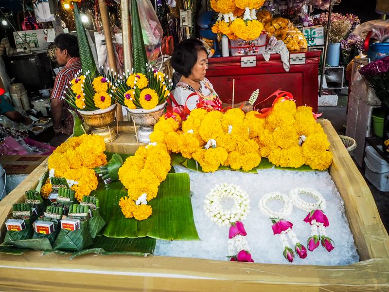 marche-aux-fleurs-chiang-mai